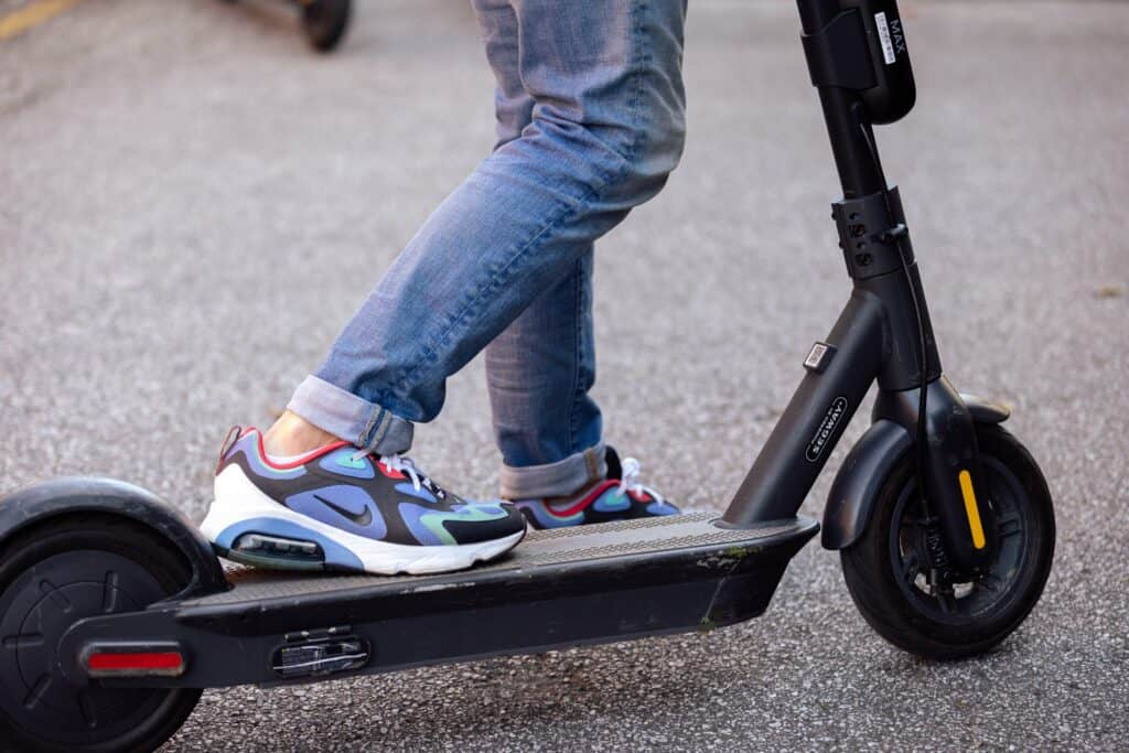 electric scooter safety features, rider's feet on e-scooter